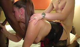 Ponytailed amateur getting spit-roasted in a hotel room