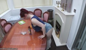 Busty denim-clad hottie cleaning the table (downblouse XXX)